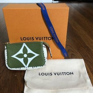 Louis Vuitton Micro Pochette